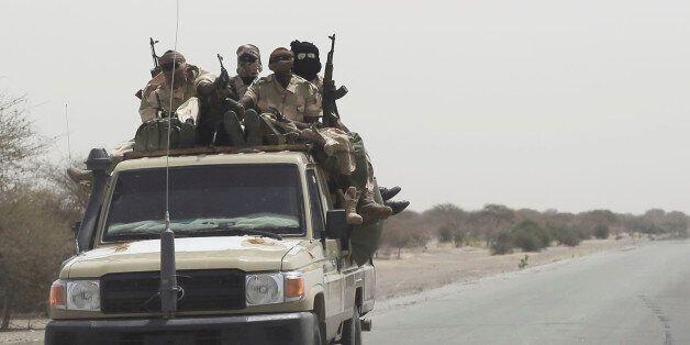 Στρατιώτες του Τσαντ ενώ μετακινούνται προς τα σύνορα με τη