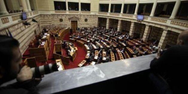 Αντιδράσεις της αντιπολίτευσης στις αναφορές κυβερνητικών κύκλων περί ενδεχόμενης στάσης
