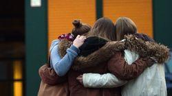 Θρήνος για τους νεκρούς μαθητές και καθηγητές του Airbus στο σχολείο