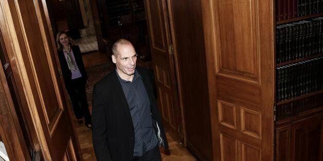 Ο Βαρουφάκης επικρίνει τον εκπρόσωπο του δημοσίου που κατέθεσε υπέρ της
