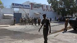 Έφοδος ισλαμιστών σε ξενοδοχείο στο Μογκαντίσου. Παγιδευμένοι αξιωματούχοι της