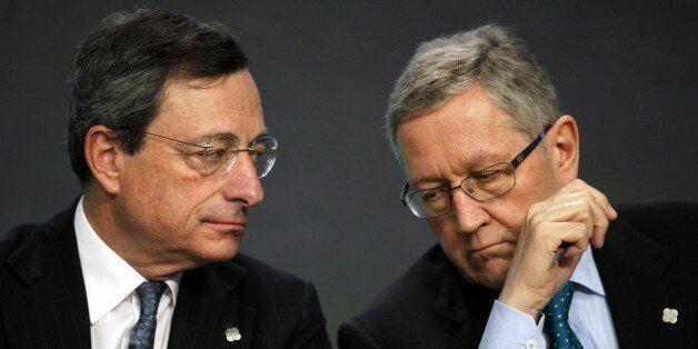 Mario Draghi, European Central Bank President, left, talks with Klaus Regling, Managing Director European...