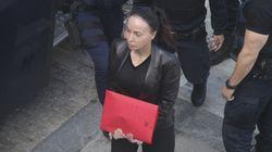 «Ανησυχώ για τη ζωή της, ήταν απελπισμένη» δήλωσε η μητέρα της Βίκυς Σταμάτη. «Γύρνα εκεί που