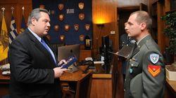 Ο Καμμένος τίμησε τον λοχία που βρήκε 3.000 ευρώ και τα