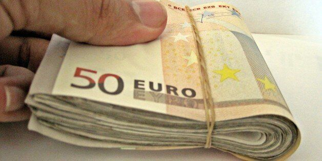 FT: Η ελληνική κυβέρνηση πιέζει τα ταμεία για