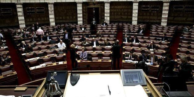 Σκληρή κριτική και διαξιφισμοί στην κυβέρνηση στη συζήτηση επί του νομοσχεδίου για την ανθρωπιστική