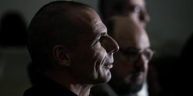 Can't buy me love λέει ο Βαρουφάκης σε Ιταλίδα δημοσιογράφο που τον ρώτησε αν η Ελλάδα ζητά