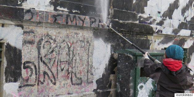 Σταμάτησαν οι εργασίες απομάκρυνσης του γκράφιτι στο Πολυτεχνείο μετά από κάλεσμα σε