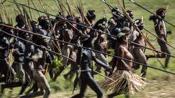 Εντυπωσιακές εικόνες: Πως γιορτάζουν τους γάμους και τις νίκες τους οι Παπούα στην