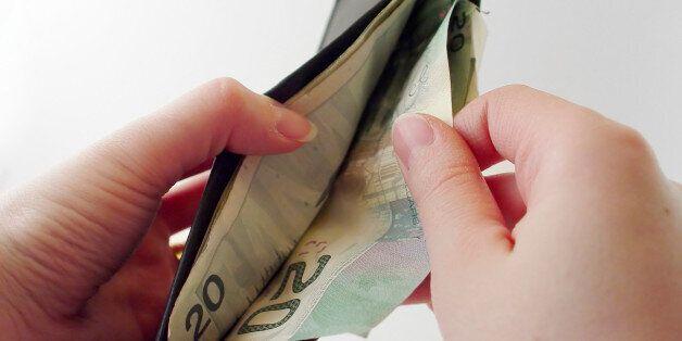 Οι γυναίκες βγάζουν 16,4% λιγότερα χρήματα από τους