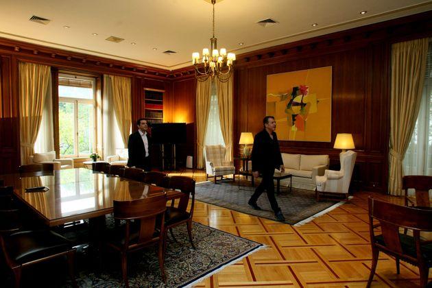 Βρείτε τις διαφορές: Τι άλλαξε στο γραφείο του πρωθυπουργού στο Μέγαρο