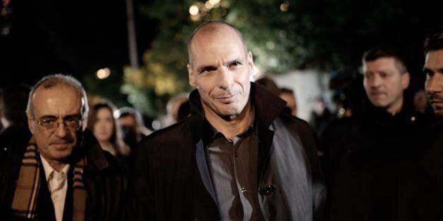 Βαρουφάκης: Δεν θα γίνουν απολύσεις στο Δημόσιο, ούτε θα μειωθούν συντάξεις και