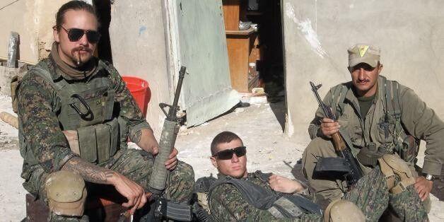 Εθελοντές από τη Δύση στη μάχη κατά του Ισλαμικού Κράτους: Ένα «Λιοντάρι της Ροζάβα» μιλά στη HuffPost