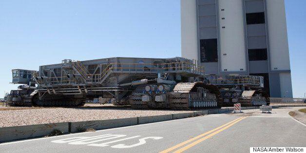 Τα γιγαντιαία μεταγωγικά «τανκ» της NASA «έκλεισαν» τα