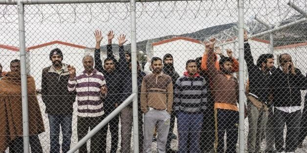 Διαψεύδει ο Πανούσης ότι ανοίγουν τα κέντρα και σταματούν οι συλλήψεις παράτυπων μεταναστών. ΕΔΕ για...