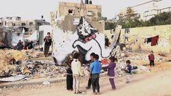 Το βίντεο του Banksy για τη Γάζα: Η καταστροφή, ο καυστικός σχολιασμός και τα γκράφιτι στα