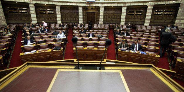 Κόντρα κυβέρνησης – αντιπολίτευσης στη Βουλή για το νομοσχέδιο για την ανθρωπιστική