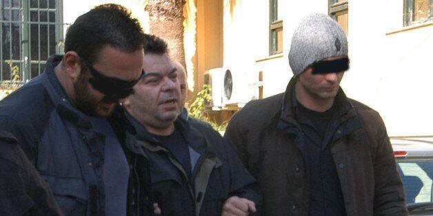 Σε κλίμα οδύνης η κηδεία του αρχιφύλακα Γκαλιμάνη. Στεφάνι έστειλε ο βαρυποινίτης Βασίλης