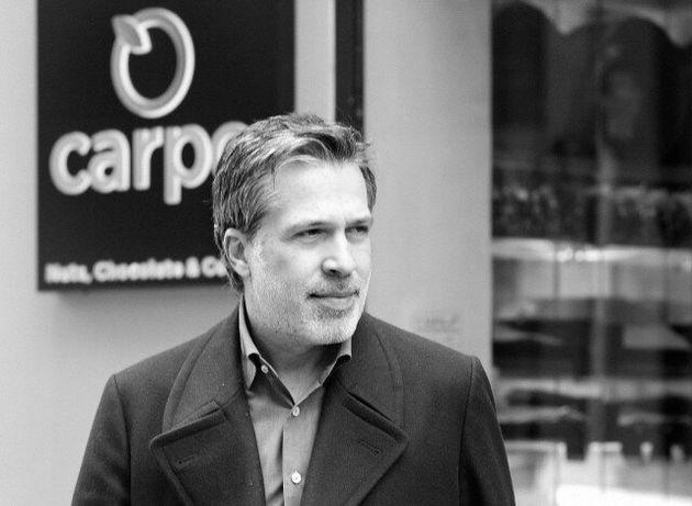 «Carpo»: Οι Έλληνες που έμαθαν στους Λονδρέζους το φιστίκι Αιγίνης και τον ελληνικό