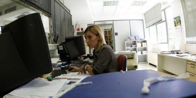 Μείωση της μισθωτής απασχόλησης στον ιδιωτικό τομέα τον