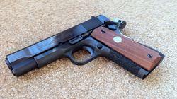 Τριαντάχρονος πυροβόλησε 32χρονη και αυτοπυροβολήθηκε στην