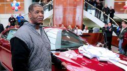 Υπάρχουν ακόμα άνθρωποι: Δώρο ένα αυτοκίνητο στον άνδρα που περπατά 33 χιλιόμετρα για να πάει στη δουλειά