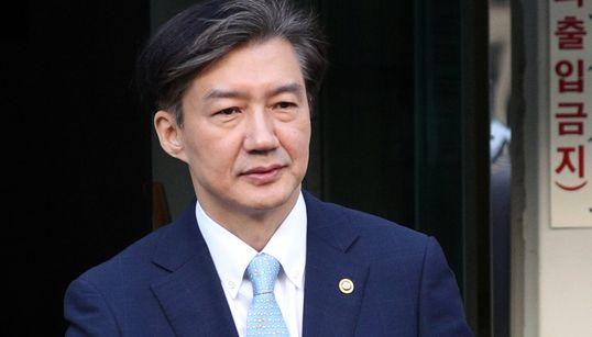 """조국 장관, 딸 인턴 증명서 관여 의혹에 """"법적 조치 고민"""