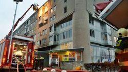 Δεκάδες τραυματίες από πυρκαγιά σε πολυκατοικία στην