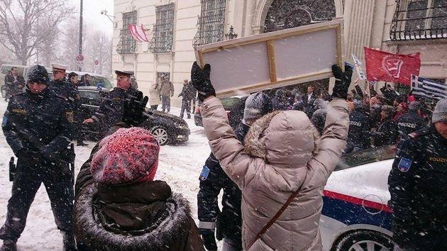Διαδηλώσεις στην Βιέννη υπέρ του Τσίπρα και της