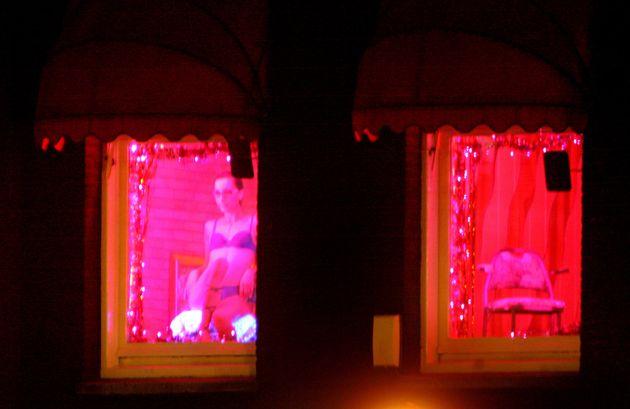 Άμστερνταμ: Ο Δήμος θέλει να κάνει τις ιερόδουλες συνιδιοκτήτριες στους οίκους