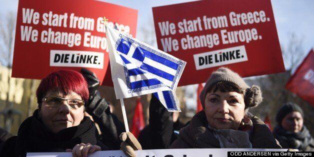 Συγκέντρωση αλληλεγγύης στην Ελλάδα έξω από το γερμανικό Υπουργείο