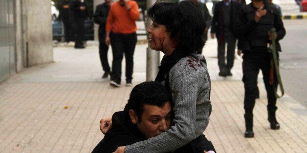 Η φωτογραφία από το θάνατο μιας Αιγύπτιας ακτιβίστριας συγκινεί τους χρήστες του