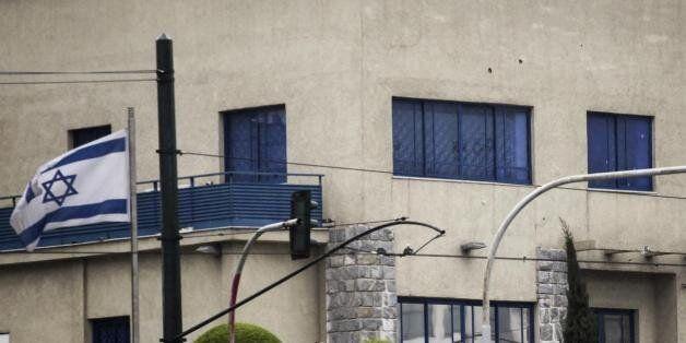 Ψάχνουν προκήρυξη της «ΟΛΑ» στη Νέα Σμύρνη για το «γάζωμα» της πρεσβείας του