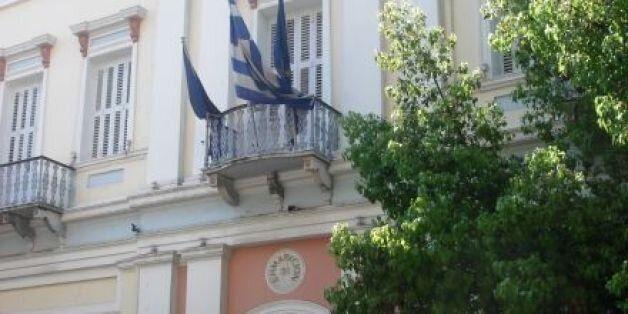 Πάτρα: Ο Δήμος κατέβασε τη σημαία της Ευρωπαϊκής Ένωσης από το