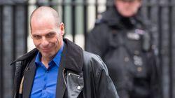 ''Αποθεώνουν'' το Varoufakis style οι Βρετανοί - Το μπουφάν του έμπορου ναρκωτικών και η κάμερα που τον