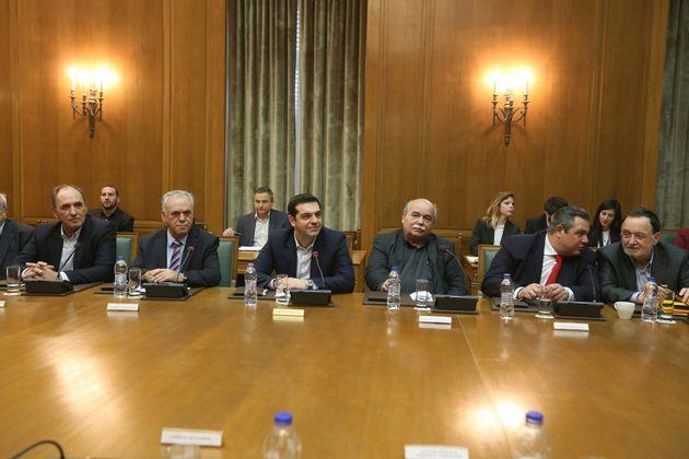 Οι πρώτες δεσμεύσεις του πρωθυπουργού στο υπουργικό συμβούλιο: «Ο λαός απαιτεί να