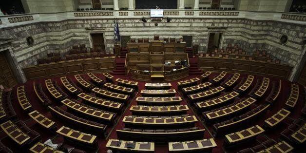 Βουλή στους «300»: Φέρτε πίσω το μισθό του