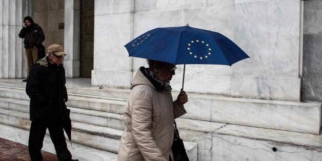 Διάψευση από Ευρωπαϊκή Τράπεζα Ανασυγκρότησης: «Δεν παγώνουμε τις χρηματοδοτήσεις έως 6 δισ. στην