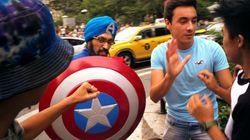 Ινδός Captain America κατεβαίνει στους δρόμους της Νέας Υόρκης και τρελαίνει τον