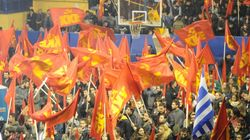 Υποψήφιος της Χρυσής Αυγής κατέστρεψε προεκλογικό υλικό του ΚΚΕ στο