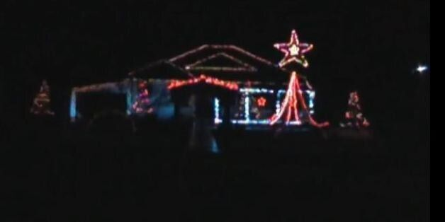 Το Χριστουγεννιάτικο φωτορυθμικό σπίτι στο Γεφυρούδι