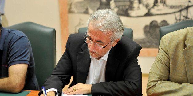 Την επαναφορά του κατώτατου μισθού στα 751,39 ευρώ, ζητά η ΓΣΕΕ από τους