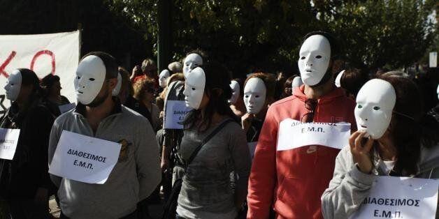 Το δημόσιο σε κώμα: Ο απολογισμός του 2014, οι εκκρεμότητες και οι παράπλευρες