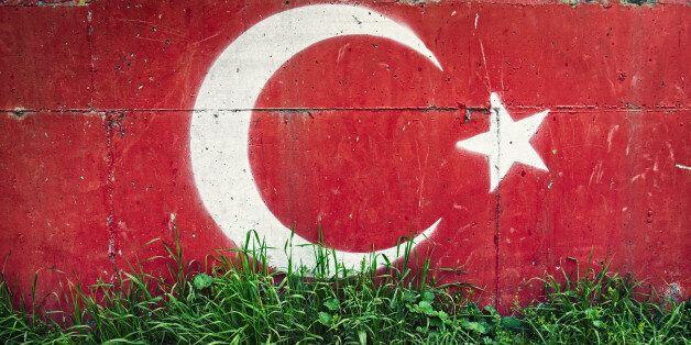 Τουρκία: Απαραίτητη η άδεια του συζύγου για να δουλέψει η