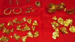 Φωτογραφίες: Αρχαιοκάπηλος έκρυβε στο σπίτι του θησαυρό από αρχαία χρυσά κοσμήματα και ημιπολύτιμους
