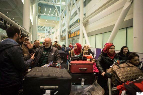 Le premier vol de réfugiés nolisé par Ottawa est arrivé à Toronto