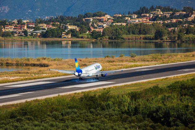 Airbus A320-200 στον διεθνή αερολιμένα...