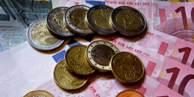 A friend needed a picture of Euros for an online article and I used this opportunity to try the macro...