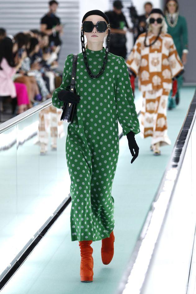 Milano Moda, Versace colpisce con JLo, Moschino disegna l'arte, Armani senza