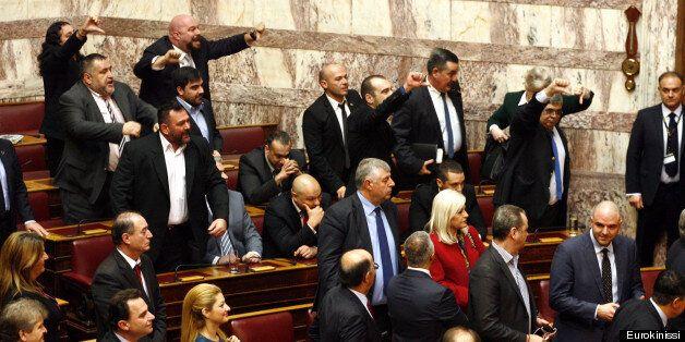 Τραμπουκισμοί από τη Χρυσή Αυγή στη Βουλή